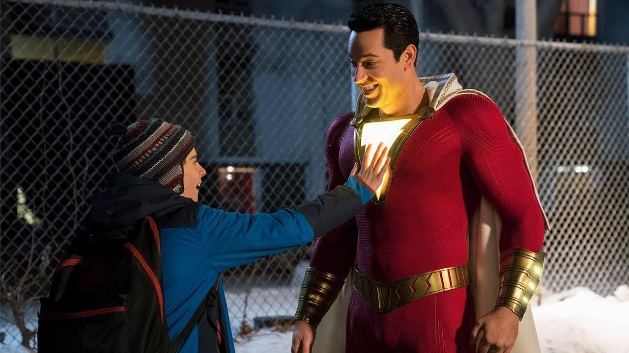 Freddy e Billy (como Shazam) em cena do filme da DC (Foto: Divulgação)