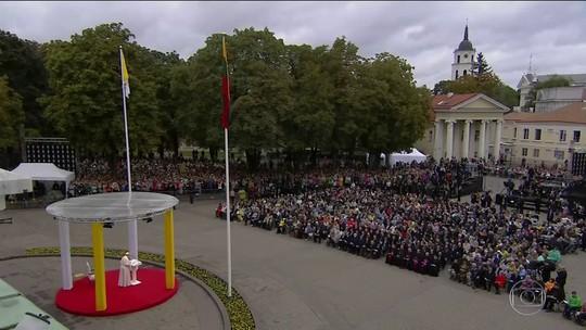 Papa Francisco chega à Lituânia, primeira parada de sua viagem aos países Bálticos