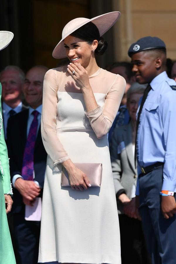 Atenção ao comprimento dos looks, Meghan!  (Foto: Getty Images )