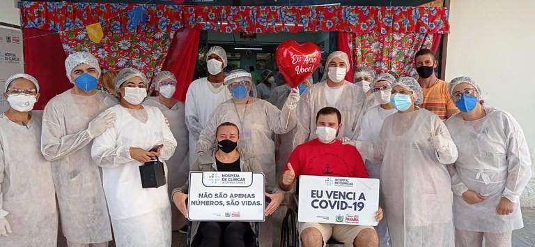 Mãe e filho recebem alta hospitalar juntos após ficarem internados com Covid-19, em Campina Grande