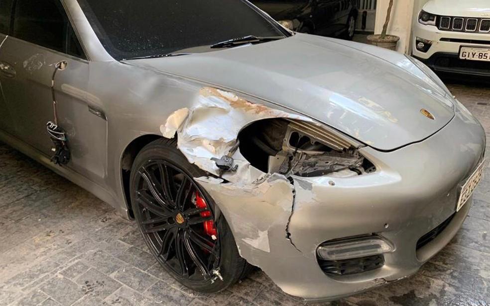 Porsche dirigido por motorista que supostamente atropelou, não parou para prestar socorro e matou a diarista Audenilce Bernardina dos Santos, de 65 anos, nesta sexta-feira (26) — Foto: Divulgação/Polícia Civil