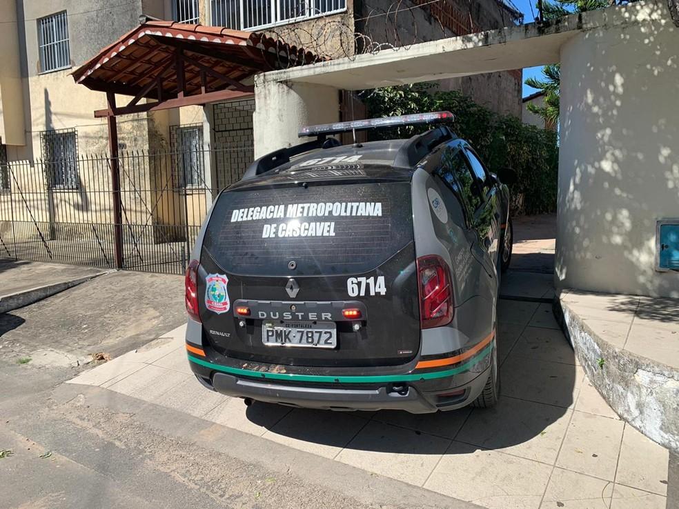 Pai, tio e avô foram presos suspeitos de estuprar criança de 11 anos, em Cascavel, Região Metropolitana de Fortaleza. — Foto: João Pedro Ribeiro/TV Verdes Mares
