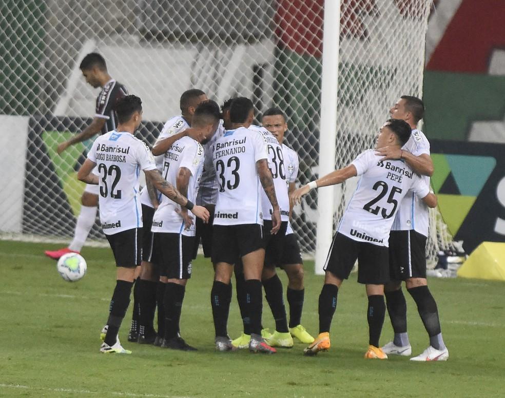 Grêmio comemora gol de Pepê  — Foto: André Durão/ge