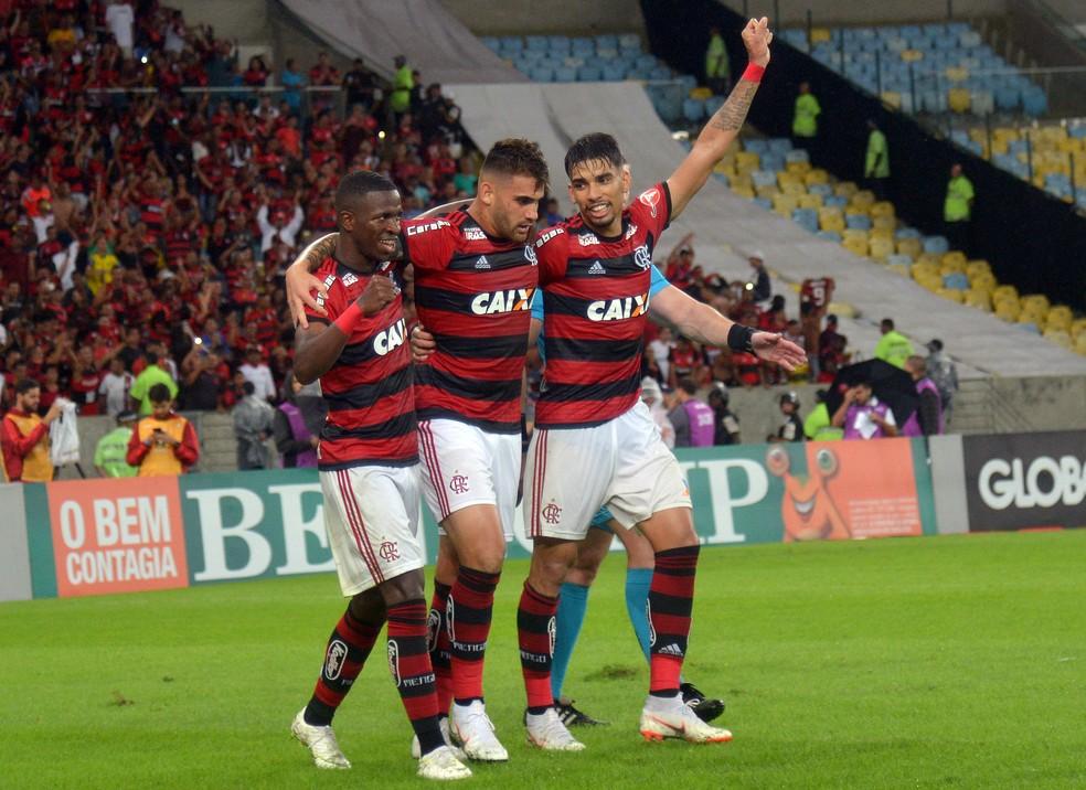 Vinicius Junior, Paquetá e Vizeu comemoram gol da vitória sobre Corinthians (Foto: André Durão)