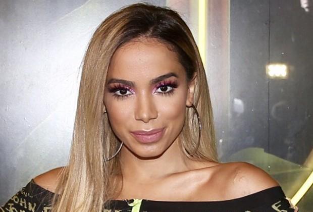 Após críticas, Anitta quebra silêncio sobre o caso Marielle