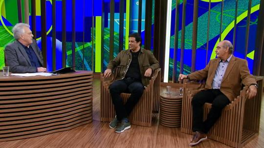 Pedro Bial conversa com os craques do futebol Rivellino e Raí