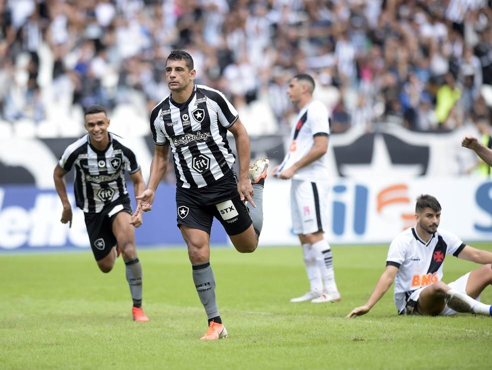 Diego Souza foi emprestado pelo São Paulo ao Botafogo — Foto: André Durão