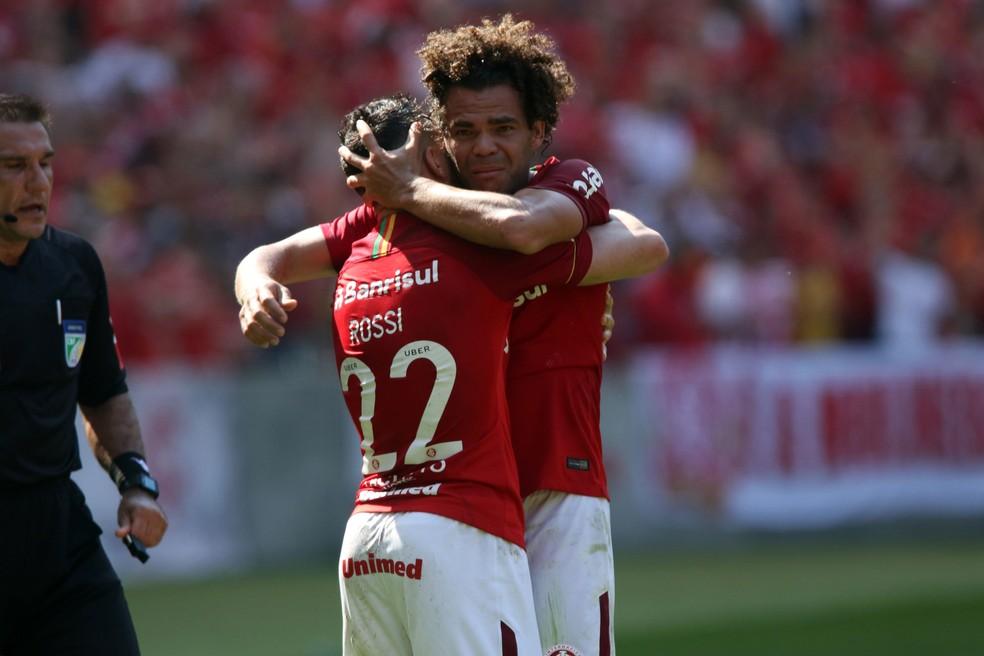 Camilo jogador do Internacional comemora seu gol durante Internacional x Paraná (Foto: RAUL PEREIRA / Ag~encia estado)