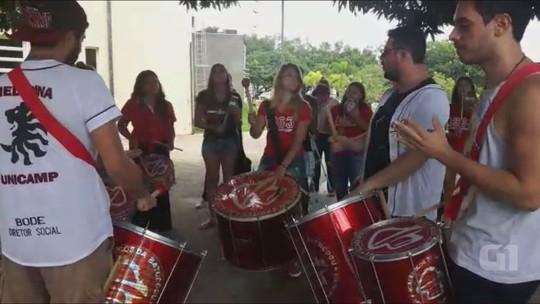 Matrícula da Unicamp tem recepção a calouros com festa e bateria em Campinas