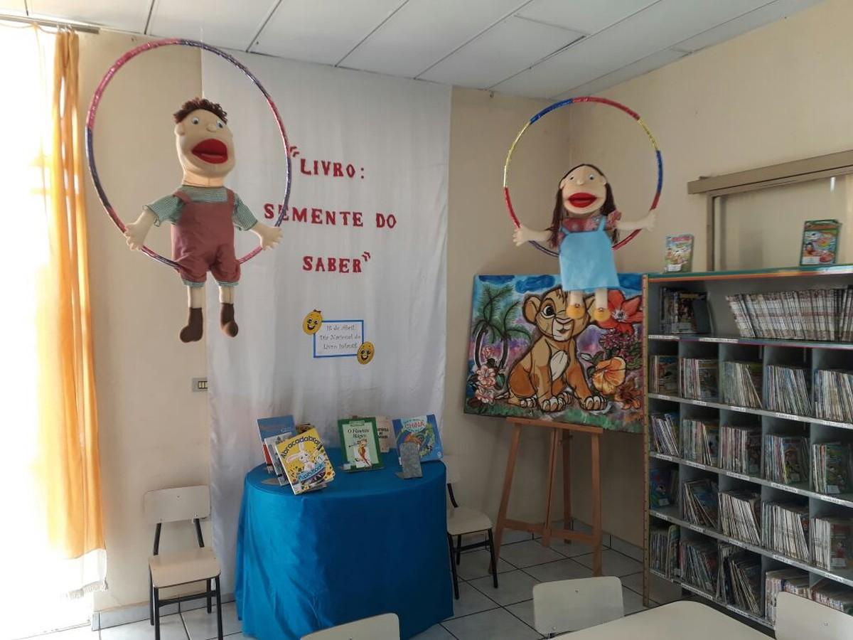 Exposição e contação de histórias podem ser conferidas na Biblioteca Municipal de Formiga