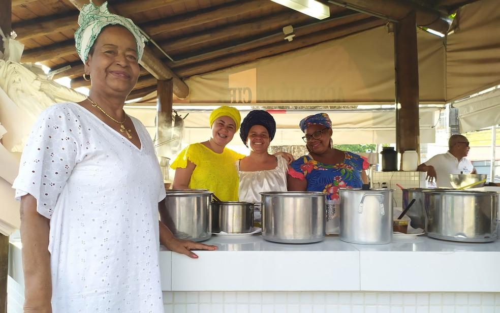 Cira do Acarajé, em um dos seus quiosque, em Salvador no ano passado — Foto: Maiana Belo/G1
