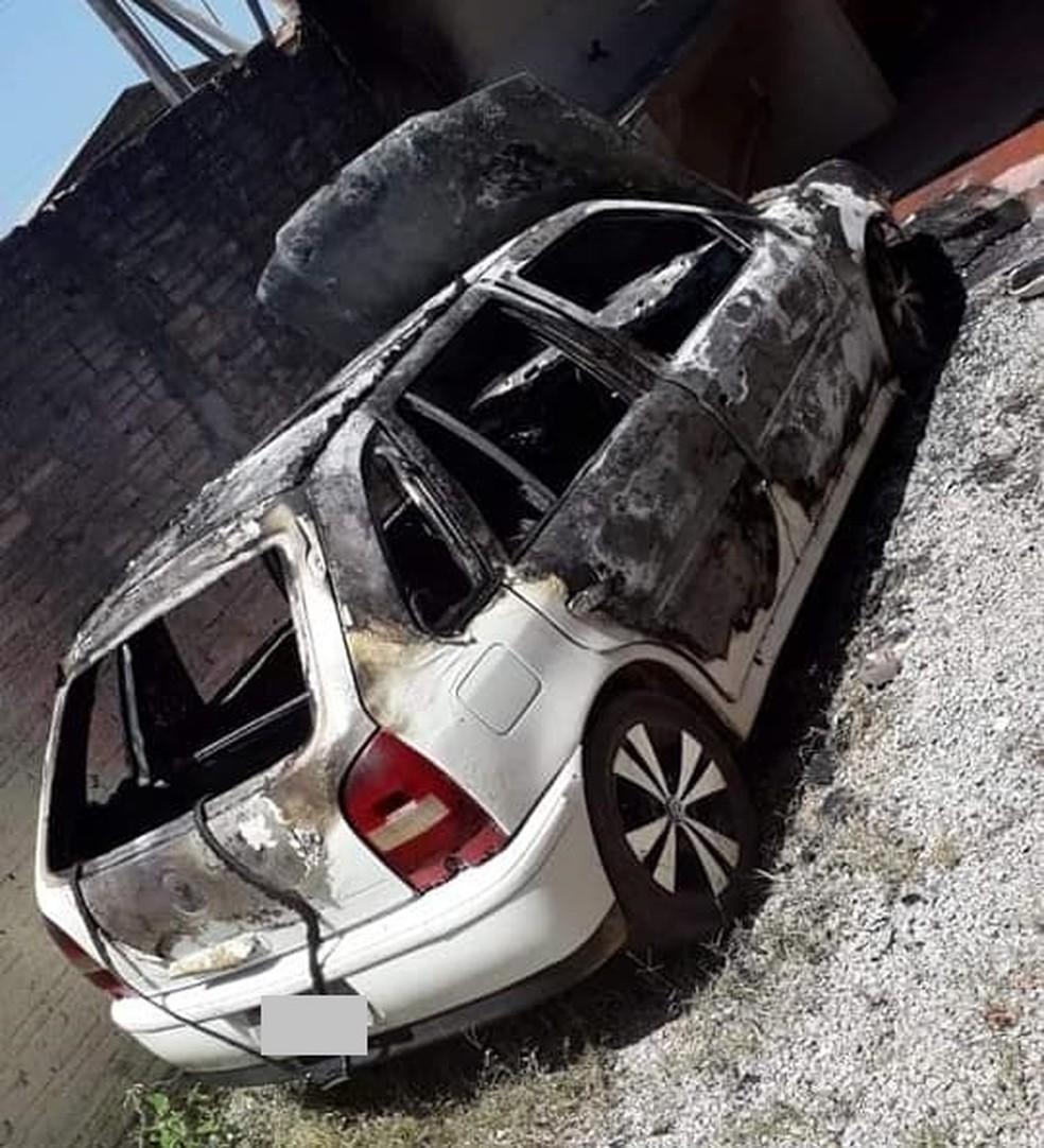 O carro pegou fogo na madrugada do último domingo (3), em Rorainópolis, sul de Roraima — Foto: Divulgação