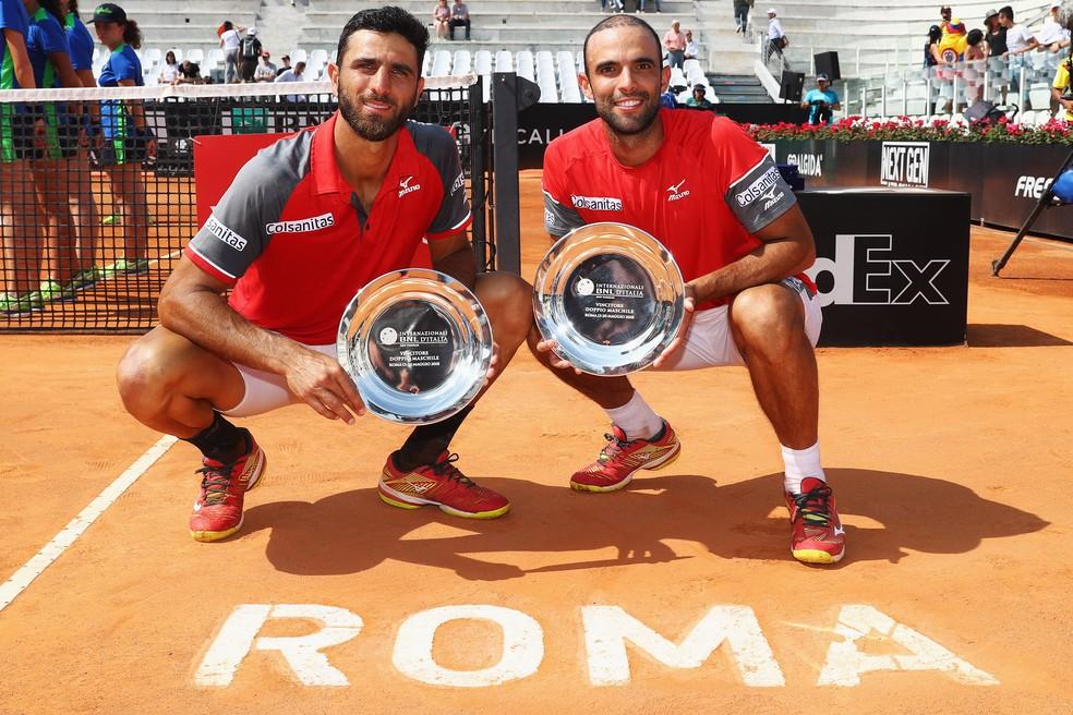 Juan Sebastian Cabal e Robert Farah comemoram o título em Roma (Foto: Dean Mouhtaropoulos/Getty Images)