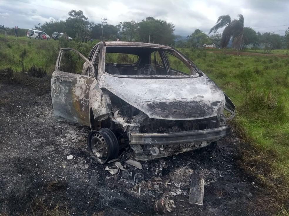 PM foi encontrado carbonizado dentro de carro em Guaratinguetá — Foto: Divulgação/ Rede Policial