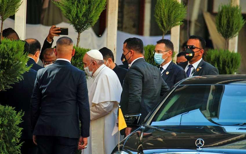 Papa Francisco e aiatolá Ali al-Sistani se reúnem no Iraque; encontro é histórico
