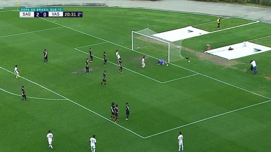 Marquinhos cobra falta e Cadu falha, mas evita gol do São Paulo, aos 20' do 2ºT