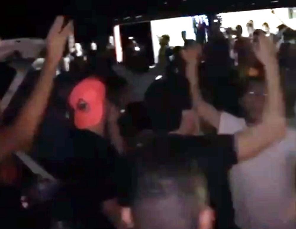 Faculdade de medicina suspende estudantes que foram a festa com centenas no interior de SP
