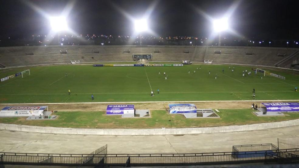 Última partida do Paraibano, antes da paralisação do torneio, já foi de portões fechados — Foto: Expedito Madruga / GloboEsporte.com