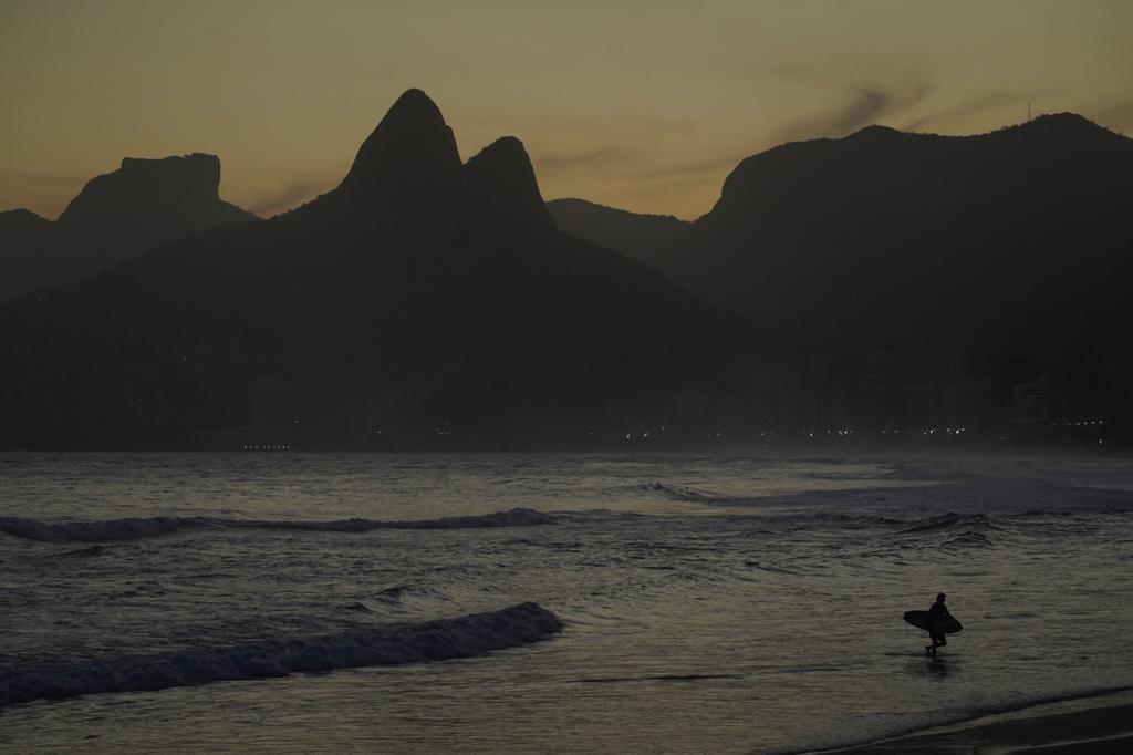 Surfe e exercícios na orla do Rio: entenda as restrições e veja o que dizem especialistas