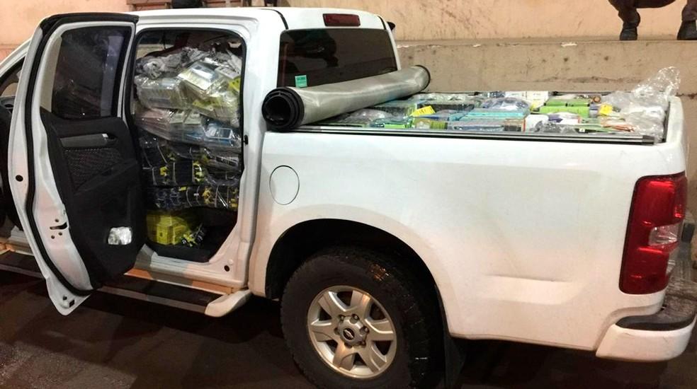 Carga apreendida ocupava parte do interior da caminhonete em Vilhena. — Foto: Divulgação/PRF