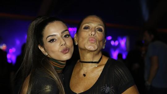 Giovanna Lancellotti estreia como repórter e ganha bênção de Susana Vieira