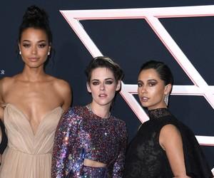 Diferença de altura de Kristen Stewart com colega de 'As Panteras' chama a atenção em red carpet