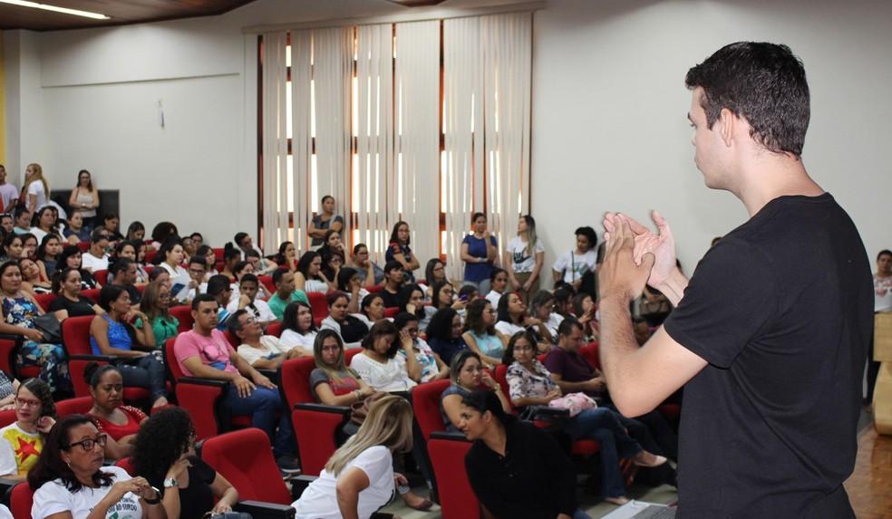Oficina de libras é oferecida gratuitamente — Foto: Divulgação/Secretaria de Educação do Acre