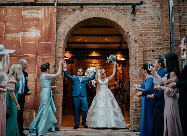Os noivos Karina Dohme e Lucas Lopes Camargo (Foto: Marcos Misturini)