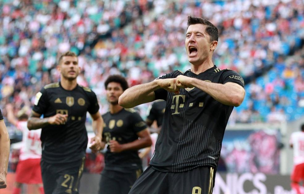 Lewandowski celebra gol do Bayern sobre o Leipzig — Foto: REUTERS