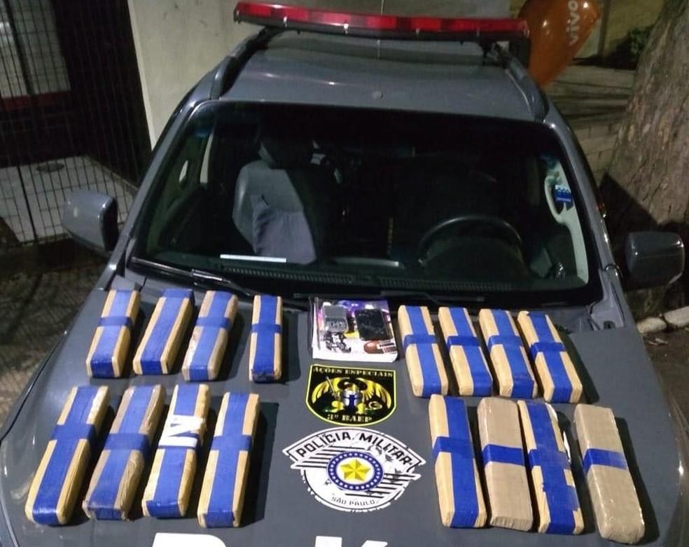 Drogas foram apreendidas no Jardim Mourisco (Foto: Divulgação/Baep)