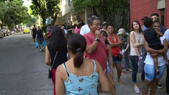Cariocas ficam quase 3 h na fila para tomar vacina da febre amarela