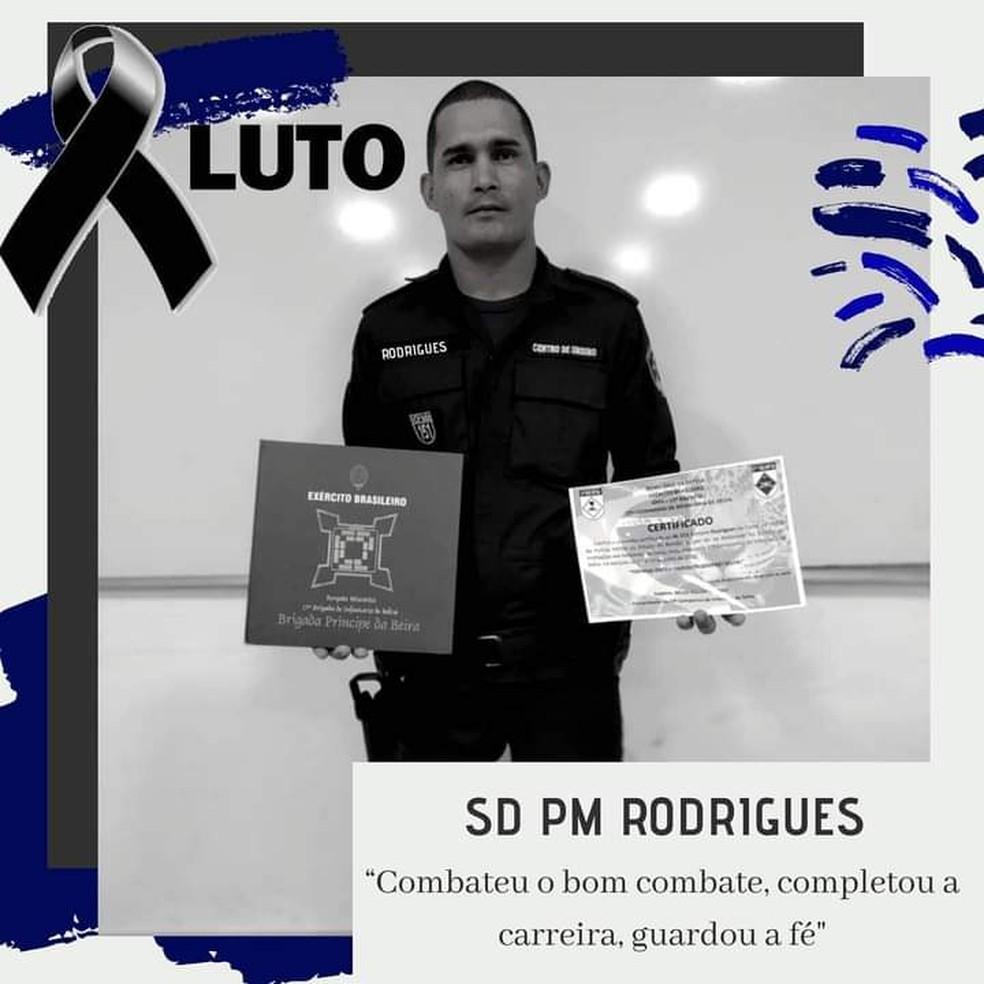 Amigos prestaram homenagens ao soldado Adriano Rodrigues — Foto: Facebook/Reprodução
