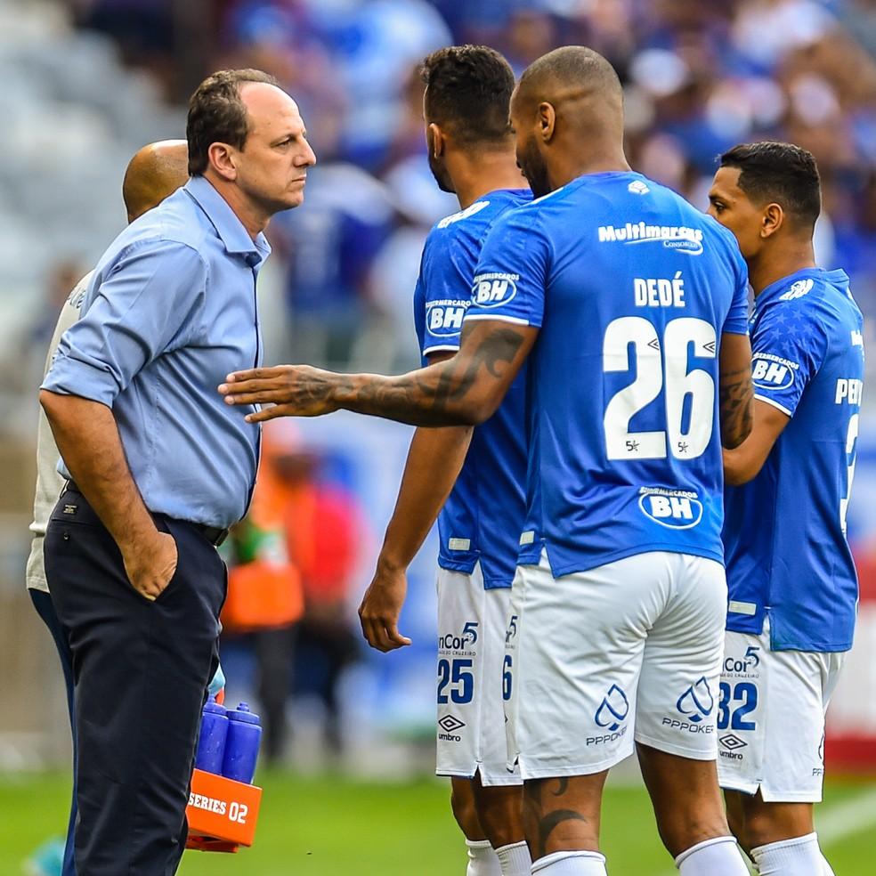 Rogério Ceni creditou os méritos da vitória aos jogadores do Cruzeiro — Foto: Douglas Magno/BP Filmes