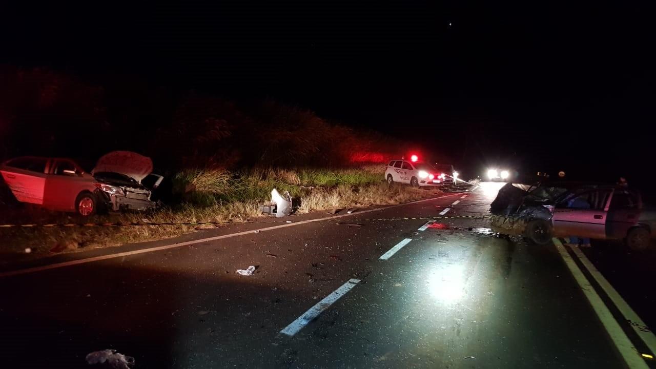 Carro que se envolveu em acidente com mortos estava com 8 ocupantes, diz polícia