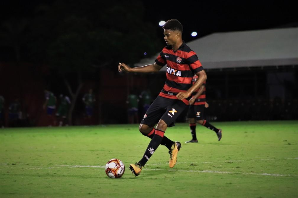 Vendido para o Hoffenheim, Lucas Ribeiro foi titular no Ba-Vi de aspirantes realizado em 2018 — Foto: Maurícia da Matta / EC Vitória / Divulgação