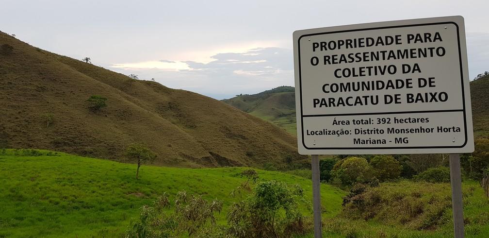 No terreno onde comunidade de Parcatu de Baixo, nada de máquinas ou funcionários trabalhando por enquanto — Foto: Raquel Freitas/G1