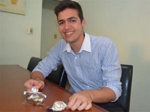 Depois do tratamento para diabete, Humberto Guimarães só come alimentos diet (Foto: Adriano Oliveira/G1)