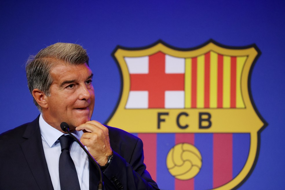 Joan Laporta convocou entrevista coletiva para detalhar situação econômica do Barcelona — Foto: Reuters