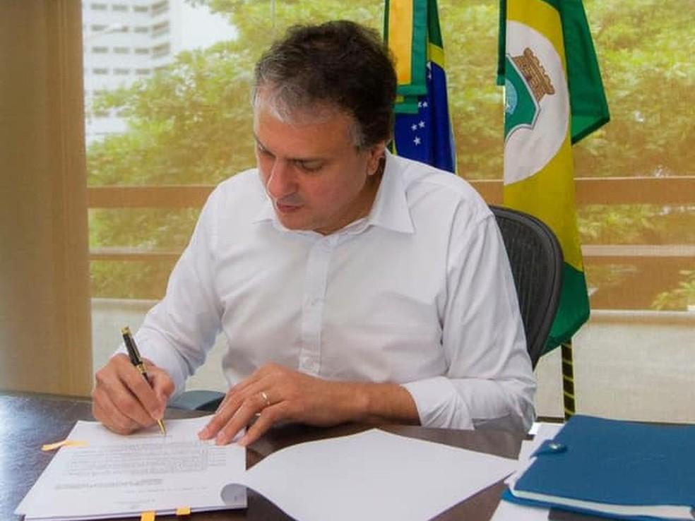 Os detalhes sobre como será executada a Lei da Recompensa ainda serão definidos por decreto de Camilo Santana  — Foto: Carlos Gibaja/Governo do Ceará