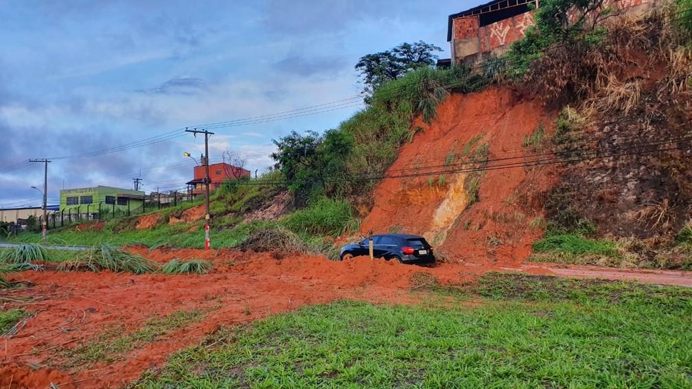 Desabamento no Anel Rodoviário — Foto: Camila Falabela/Globo