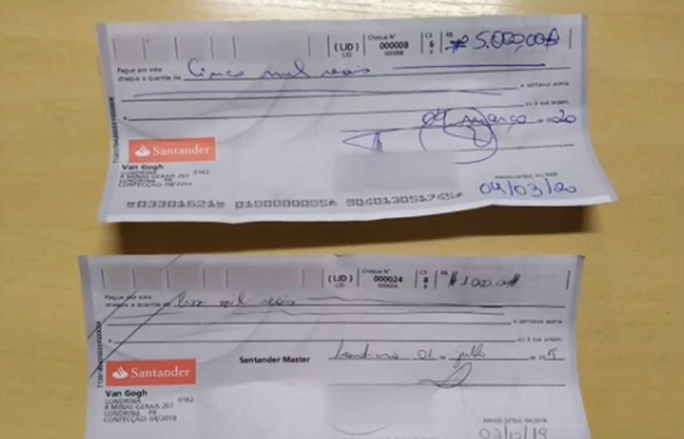Militares estavam com uma arma sem registro, diversos cartões, R$ 9 mil em dinheiro e R$ 7 mil em cheques — Foto: Reprodução/RPC
