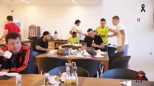 """Em áudio vazado, Everton Ribeiro brinca e diz que Neuer está """"cavando"""" vaga no Flamengo"""