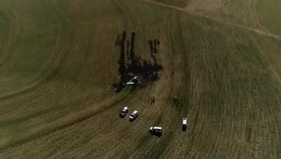 Causas de queda de avião bimotor em Tietê (SP) serão investigadas pelo Cenipa — Foto: Reprodução/TV TEM