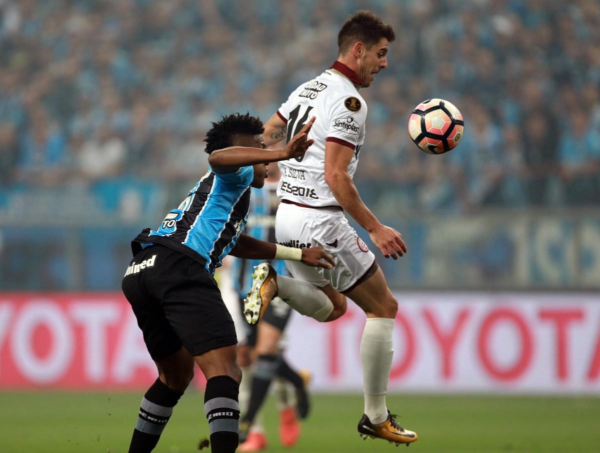 21dbb0fc54 Grêmio vence Lanús com gol de Cícero e abre final da Libertadores com  vantagem
