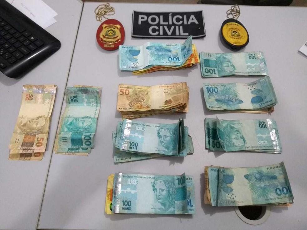 Parte do dinheiro furtado de comércio foi recuperado — Foto: Divulgação/Polícia Civil
