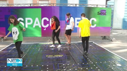 Luciano Huck abre espaço para história de transformação social em comunidade em evento no REC'n'Play