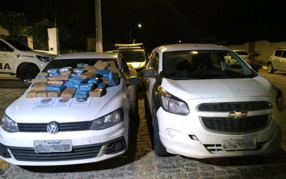 Cinquenta e oito quilos de maconha foram apreendidos durante perseguição — Foto: Divulgação/SSP-BA