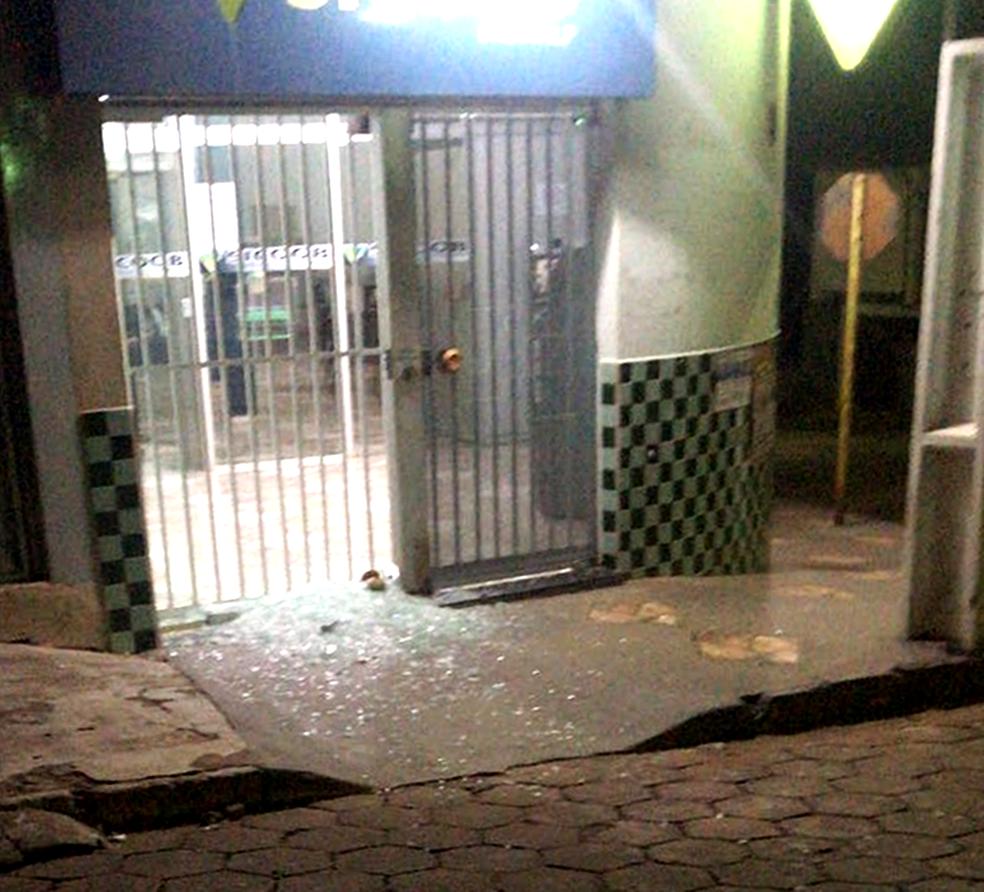 Criminosos não conseguiram invadir agência do Sicoob em Bom Jesus da Penha (MG) (Foto: Reprodução/Redes Sociais)