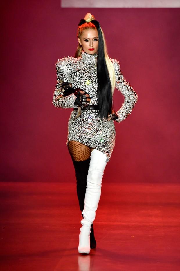 Paris Hilton desfila para Coleção Disney Villains X The Blonds na NYFW (Foto: Getty Images/ Divulgação)