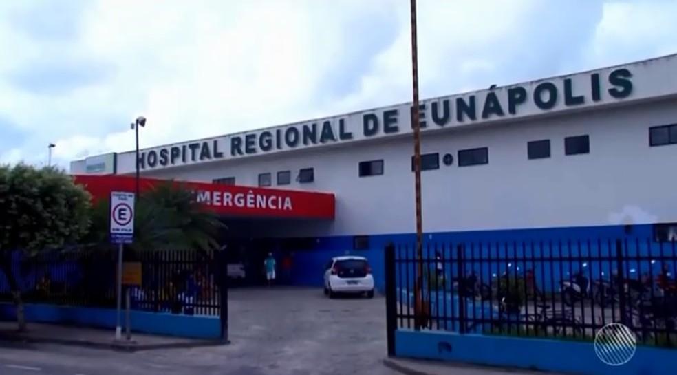 Criança de quatro meses está internada no Hospital Regional de Eunápolis (Foto: Reprodução/ TV Santa Cruz)
